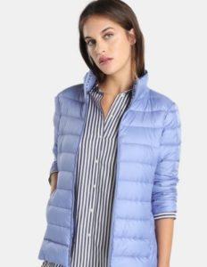 Plumíferos para mujeres ligeros y casuales en tonalidad clara, ideal para la comodidad de invierno.